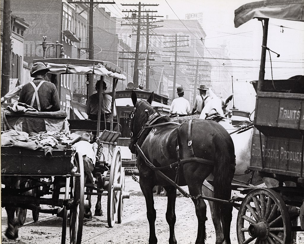 Congestion in St. Louis, Missouri, early 20th century Holt, Charles Clement, 1866-1925 - Missouri History Museum URL: http://images.mohistory.org/image/EDFBBD05-765D-65B1-66F5-E5B602F739C7/original.jpg Gallery: