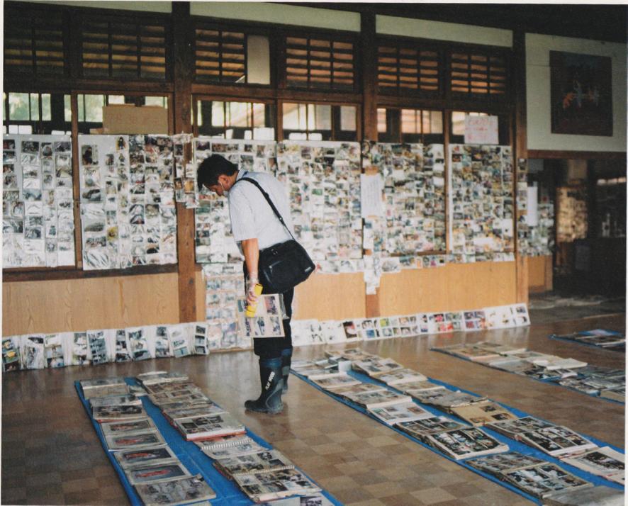 出典:「アルバムのチカラ/ Album no chikara」赤々舎   文・藤本智士   写真・浅田政志   →  AKAAKA ART PUBLISHING Inc