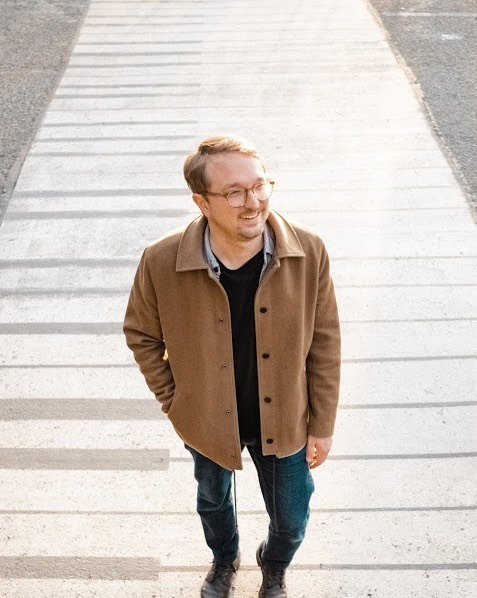 We're absolutely thrilled to welcome songwriter and musician @ChrisStaplesmusic to the #MaximalMusicSync roster!  Chris Staples is a Seattle based multi-instrumentalist and song maker. His songs are narratives that are plainspoken and universal, with simple, disarming arrangements and delicate melodies that seemed to float on air. His music has been featured on NPR Music, Paste Magazine, American Songwriter, and Apple Music.
