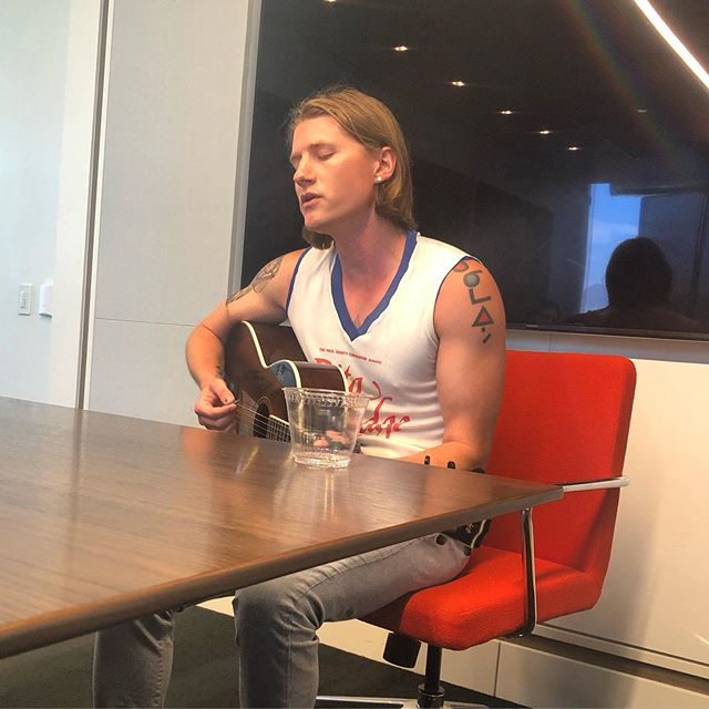 We had so much fun taking #MaximalMusicSync's @redmusic artist @lostboycrow in to meet the music team at @viacom and play them some tunes today!