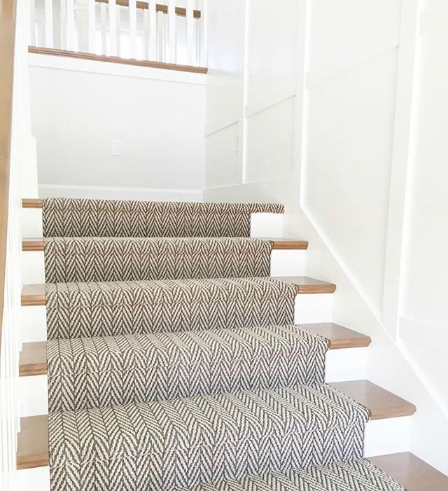 give your stairs a little flair with a patterned carpet rug! ✨