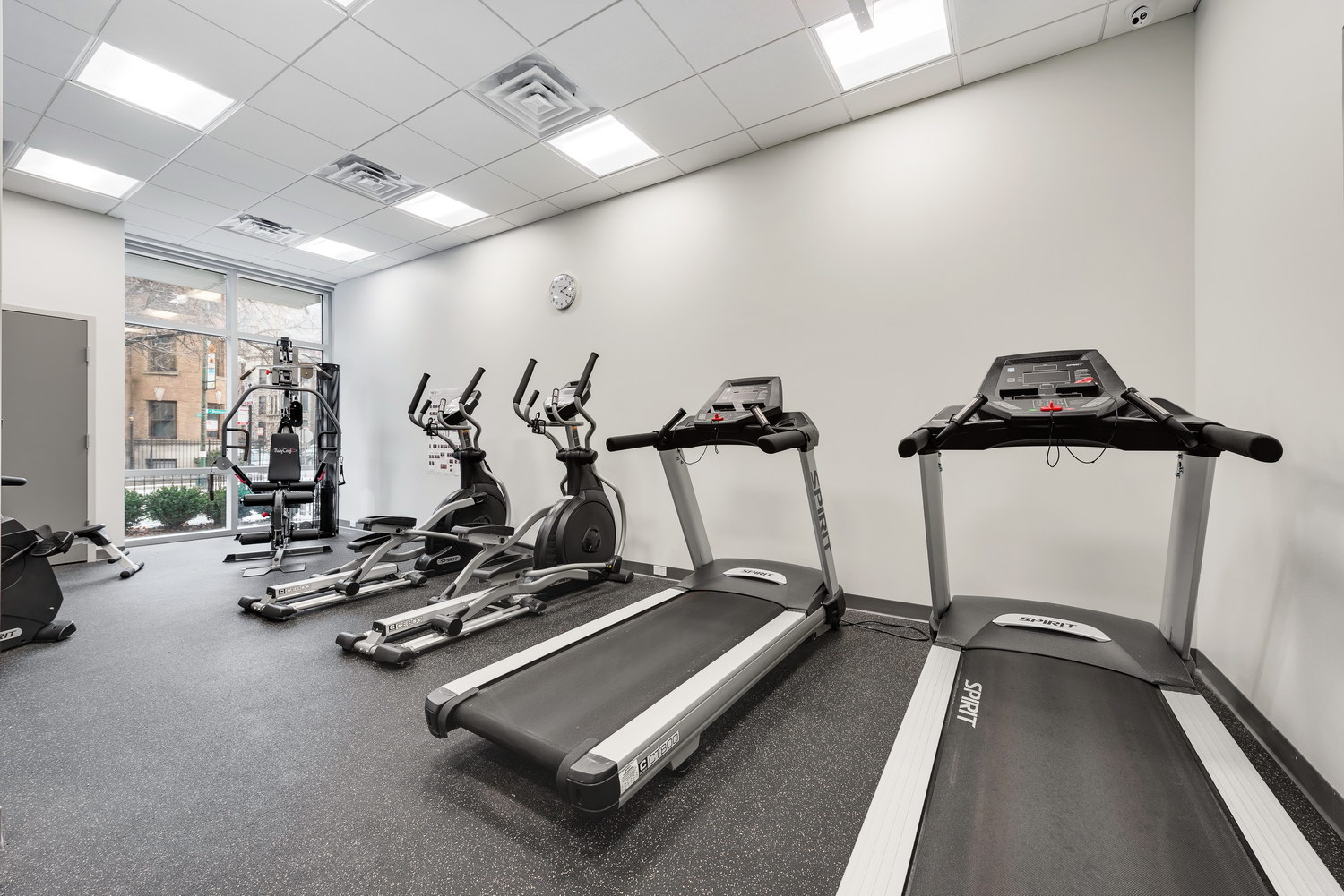 510 W Belmont - Fitness Center