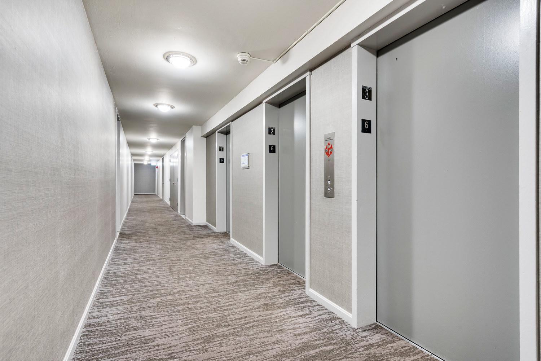 510 W Belmont - Corridor