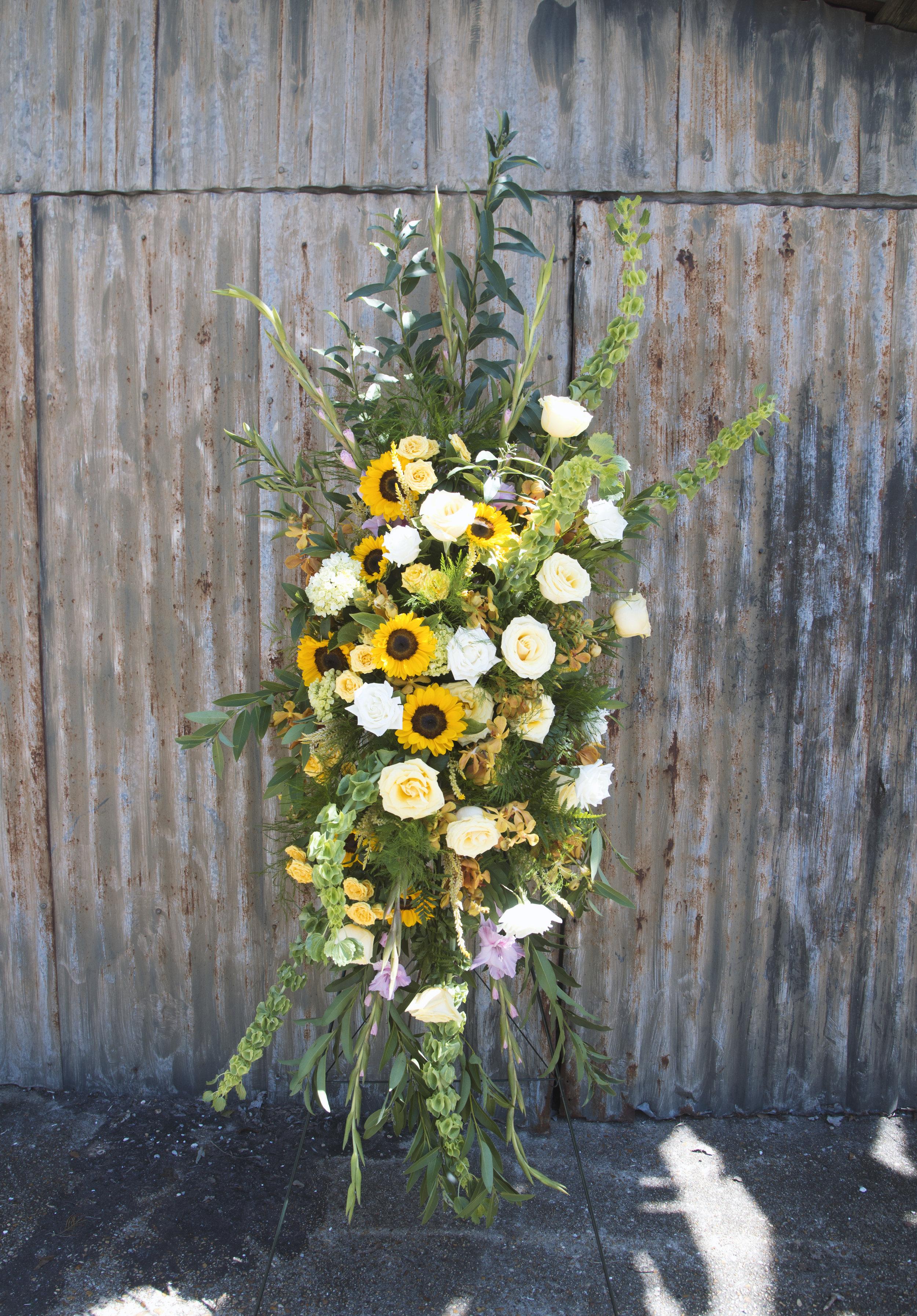 standing funeral spray mitchs flowers denys mertz 250.jpg