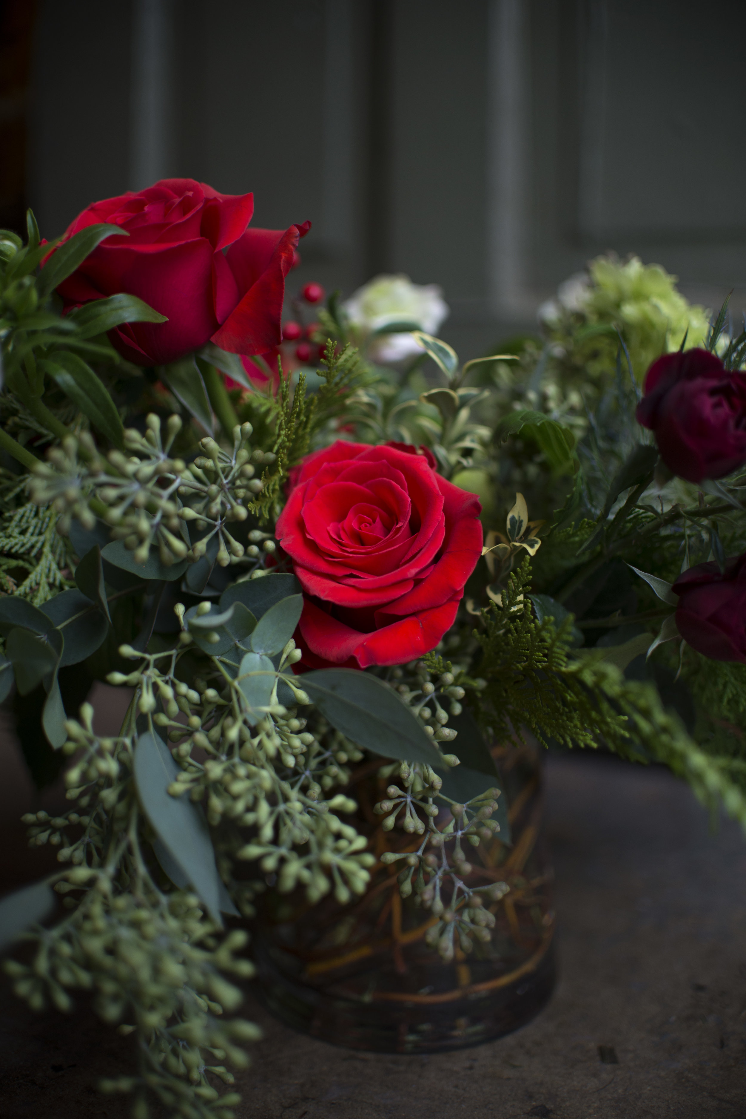 red rose centerpiece mitchs flowers stephanie tarrant.jpg