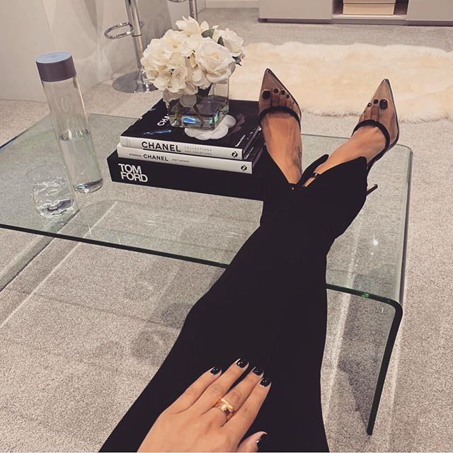 Nothing improves your mood like a new manicure #ciélnaillounge 🖤#mondaymoods