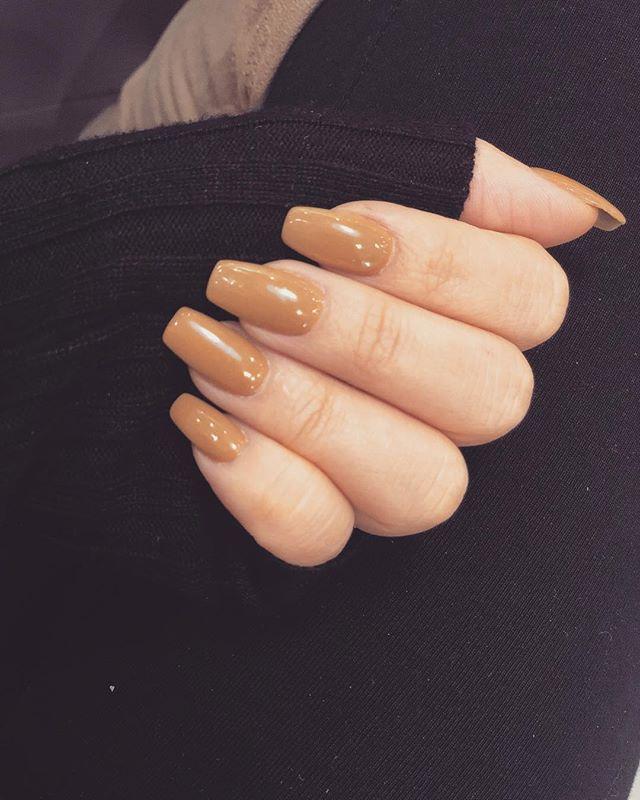 Perfect for fall 🍂#ciélnaillounge #nailsdoneright #getthelook @cielnaillounge
