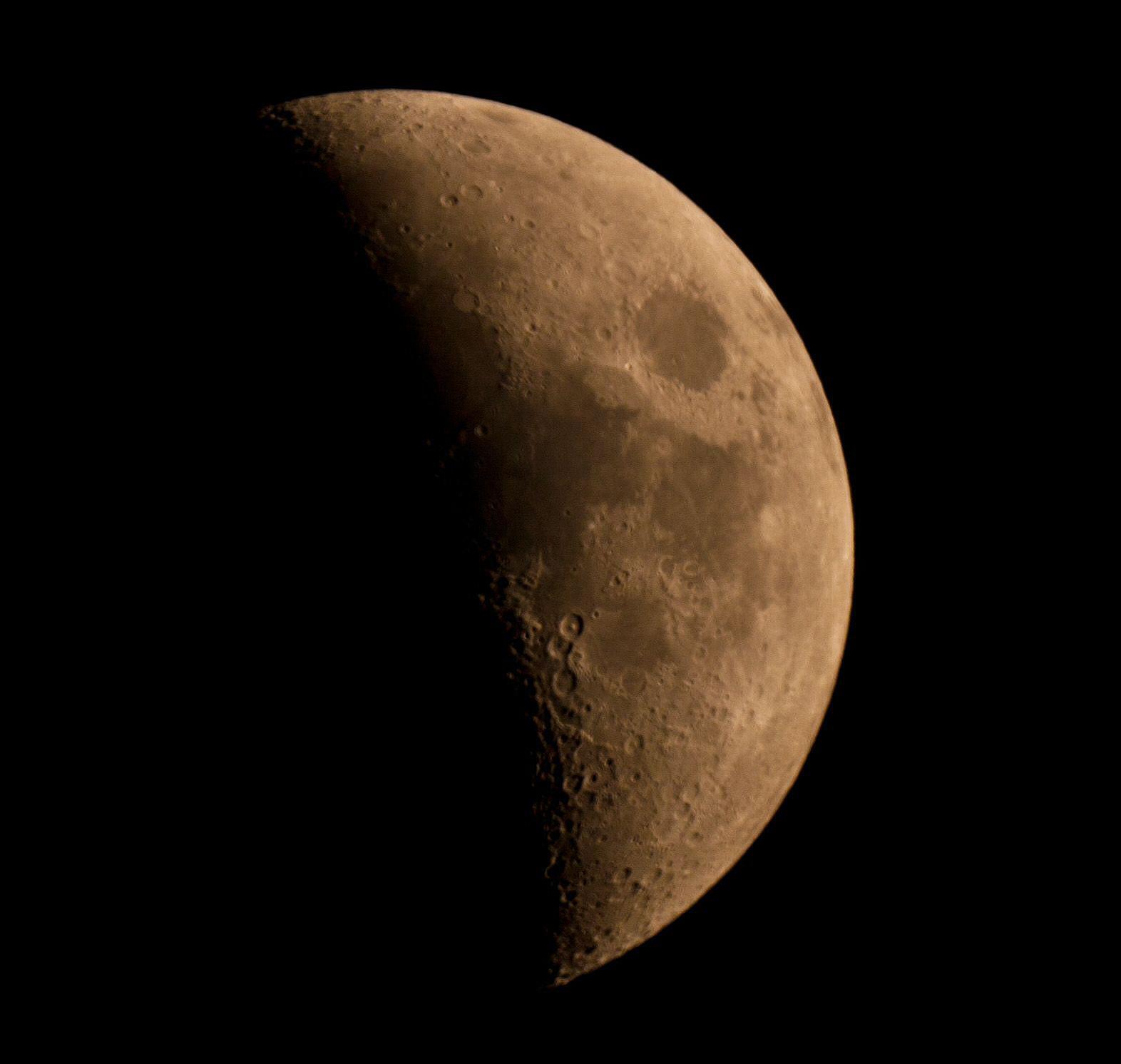Mond_100516.jpg