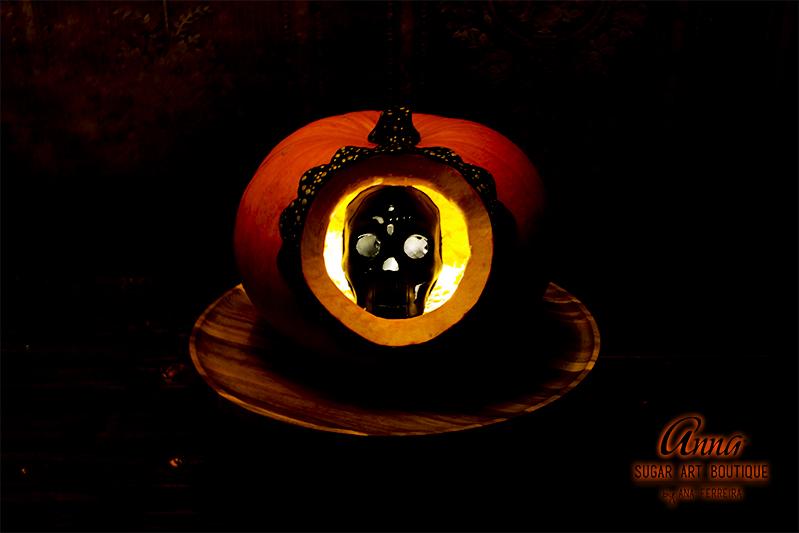 pumpkin skull 1 black.jpg