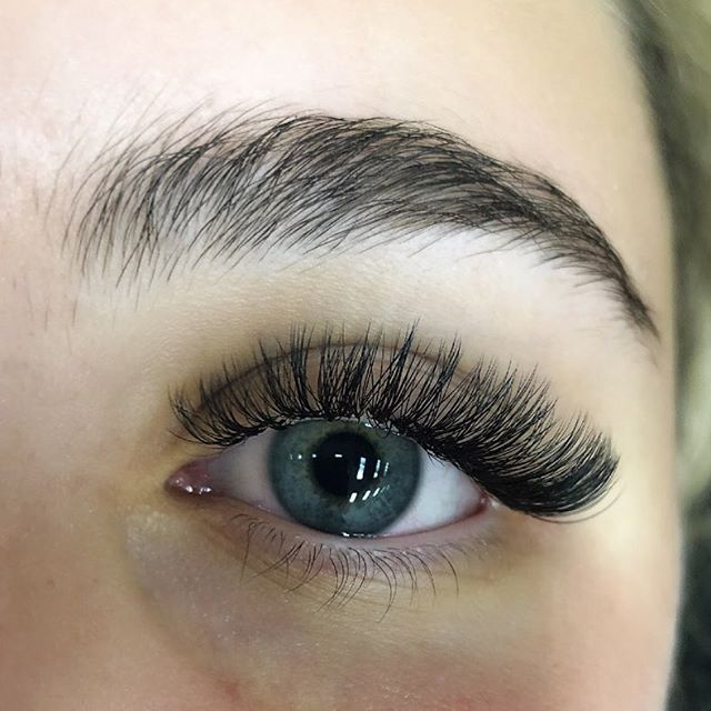 Russian Volume Lashes  Full sets only $120 (normally from $150+) Ends 30th May  Ts&Cs apply  Call 60214858 #lashesextension #russianvolume #lashes