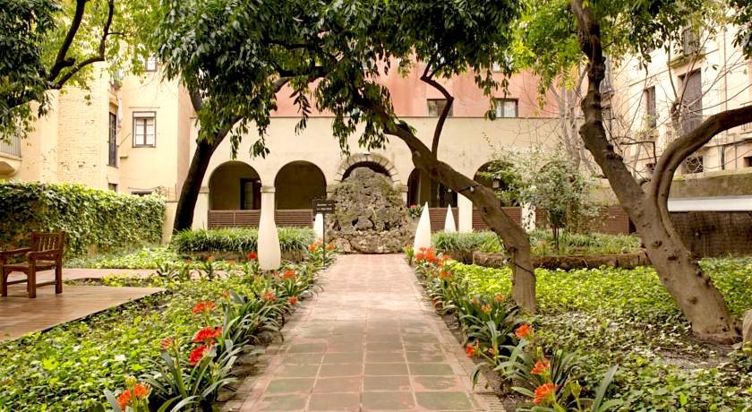 Petit Palace Boqueria GARDEN - Address: c/ La Boqueria, 10Area: El GóticoStandard Hours: Monday to Sunday 9am to 10pmMAP