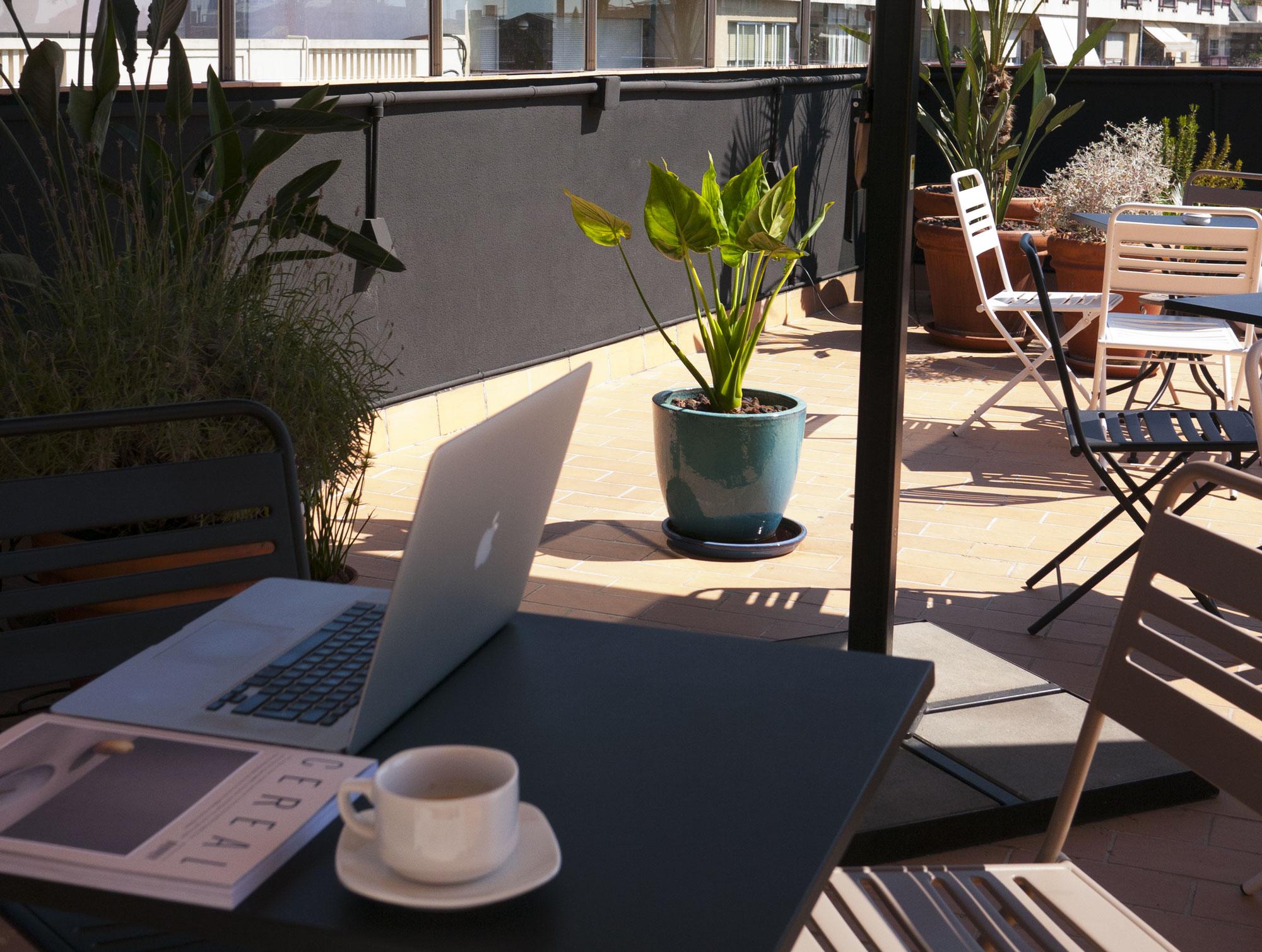 Pol&Grace-terraza4sombra.jpg