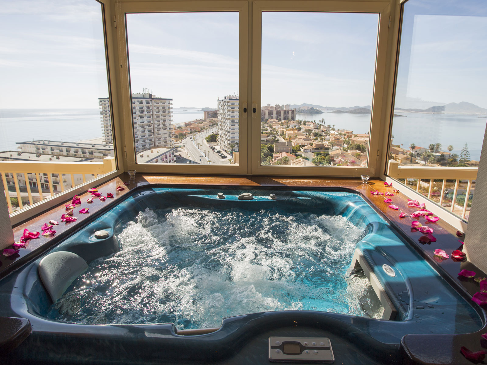 junior-suite-jacuzzi.jpg