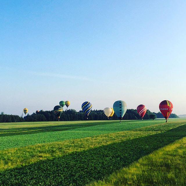 Morning flight🎉🇱🇹🎈❤️😍 #lithuania #orobalionai #hotairballoon #airballoon #hotair #morning #birstonas #skriskorobalionu #lietuva