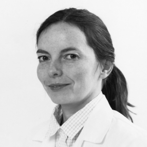 Dr Jil McLoughlin - Specialist in surgical dentistry