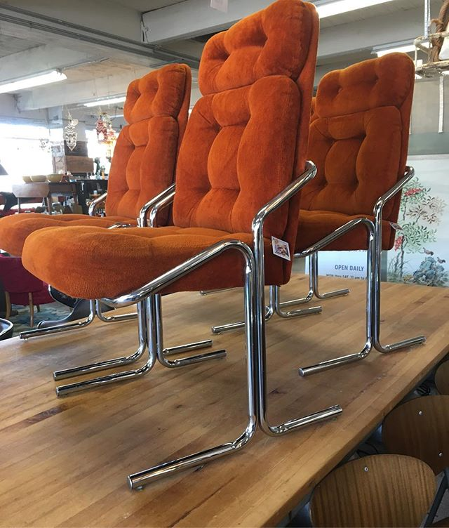 Uhm, Whaaaat ?! Four absolutely knock out,  all original,  all soft and all oh so orange #jerryjohnsonchair (s)  Four to Adore  and so much more! Here @urbanitepdx ! Every day, 9-6!  Your Portland Lifestyle Store!  #mcmchairs #chromeathome #pdxbest #pdxdesigners #pdxcool #portlandbest #portlandvintage #pdxnow #pdxbloggers #pdxstyle #pdxstylemakers
