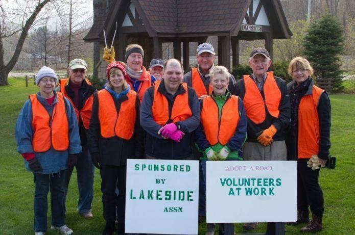 Lakeside volunteers.jpg