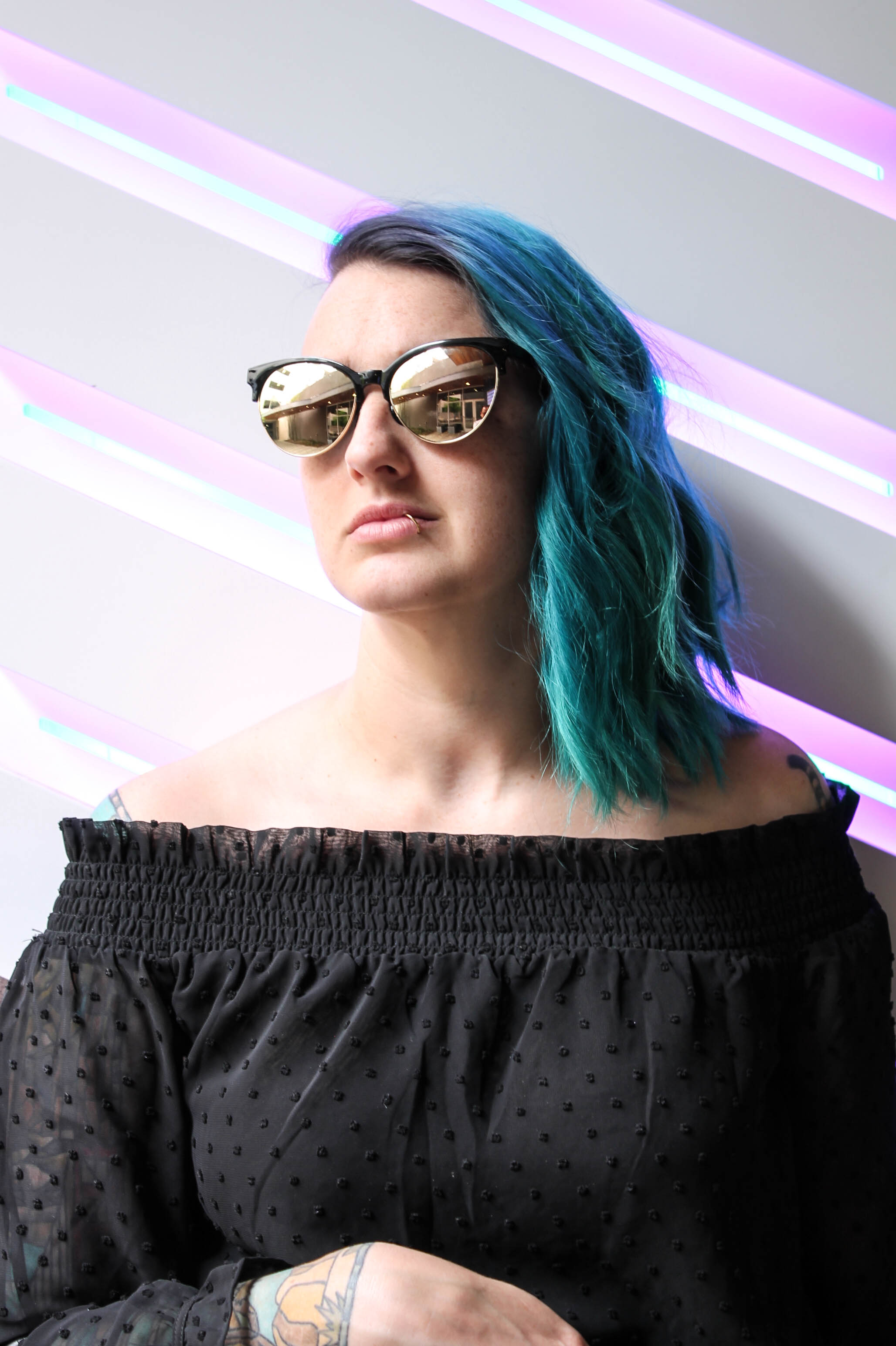 blue hair black sunglasses