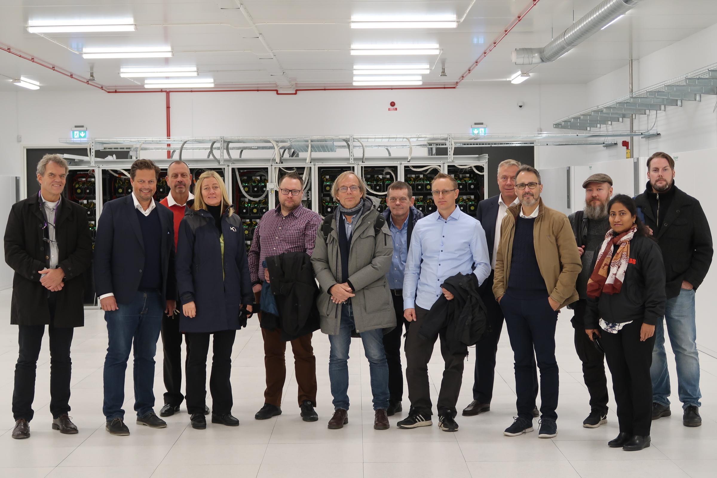 Delar av gruppen på besök på Fortlax, Norrbottens första datacenter som byggdes för 15 år sedan..
