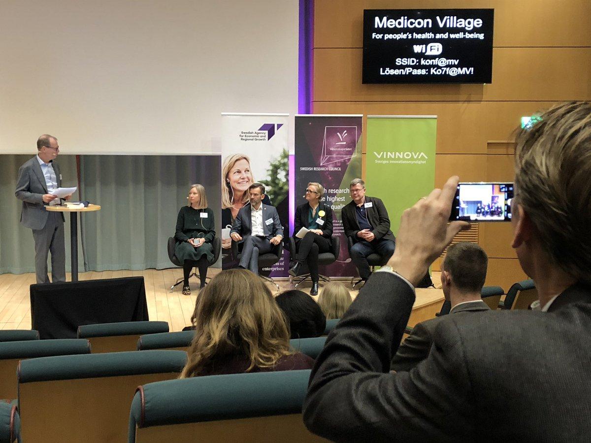 ESS workshop inleddes med panel om ESS och MAX IV som drivkraft för akademi och industri. TomasLundqvist, RISE, Anna Hall, Big Science Sweden, Fredrik Härstedt, SWEbeams och Mikaela Gustafsson Sandvik Group.