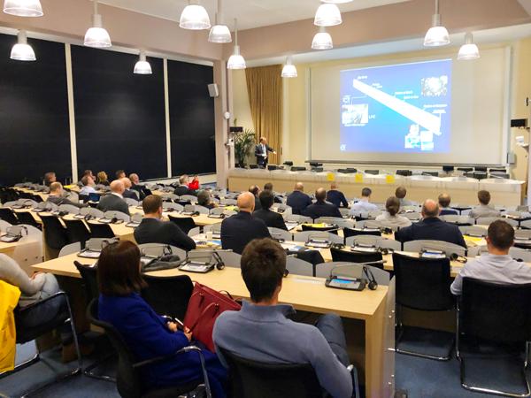 Anders Unnervik, Head of procurement på CERN, inledde första dagen och välkomnade den svenska delegationen.