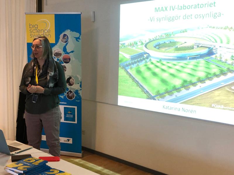 Katarina Norén, säkerhetschef på MAX IV: Vi vill att MAX IV ska vara en fri och öppen anläggning. Vi bygger inga staket, men vi måste självklart hela tiden arbeta med våra säkerhetsfrågor, som säker tillträdeskontroll.