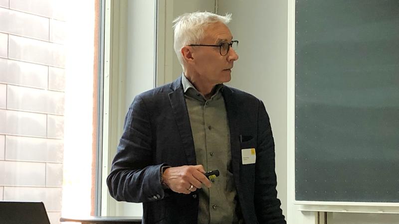 Mikael Vieweg beskriver Scanditronix utveckling som leverantör till CERN och som gör att företaget nu erbjuder nya magneter inom Proton Therapy. Scanditronix levererar till exempel magneter till GE Healthcare.