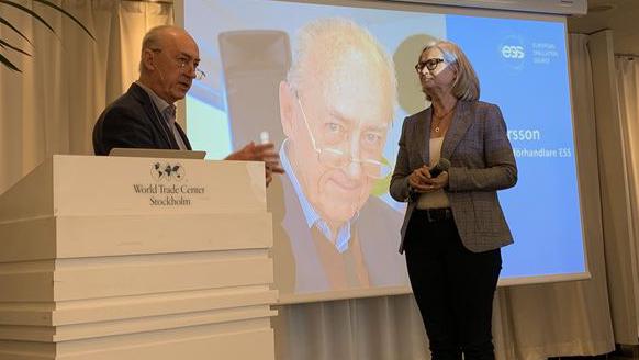 Bild  ESS:  Allan Larsson, då svensk chefsförhandlare för ESS här med Pia Kinhult..