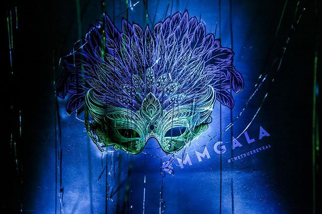 We love this awesome pic of the mask decal we did for the MEOR Manhattan Gala last month. The Mardi Gras theme was so fun to work with, and really brought the space to life. Swipe for some more pics of our other decals for this event!  #nyc #publichotelnyc #decals #eventdecor #vinyldecals #idoeventdecals #mmgala #meormanhattan #thetruereveal 📸- @mpriestphoto