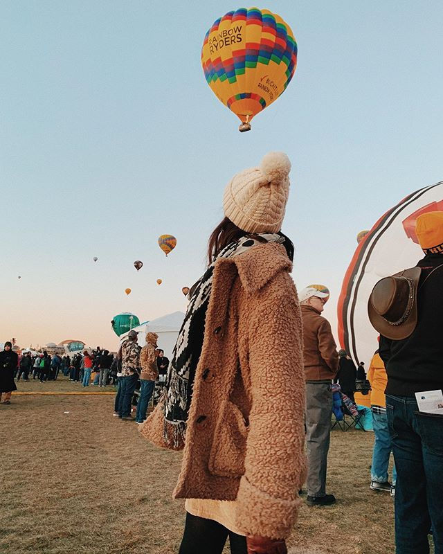 @balloonfiesta first-timer! take the 4:00 shuttle and the whole dang experience is just $15! 🥳🙌🏼🎈 #trueabq #nmtrue #balloonfiesta thanks for the pic @caseyannetucker
