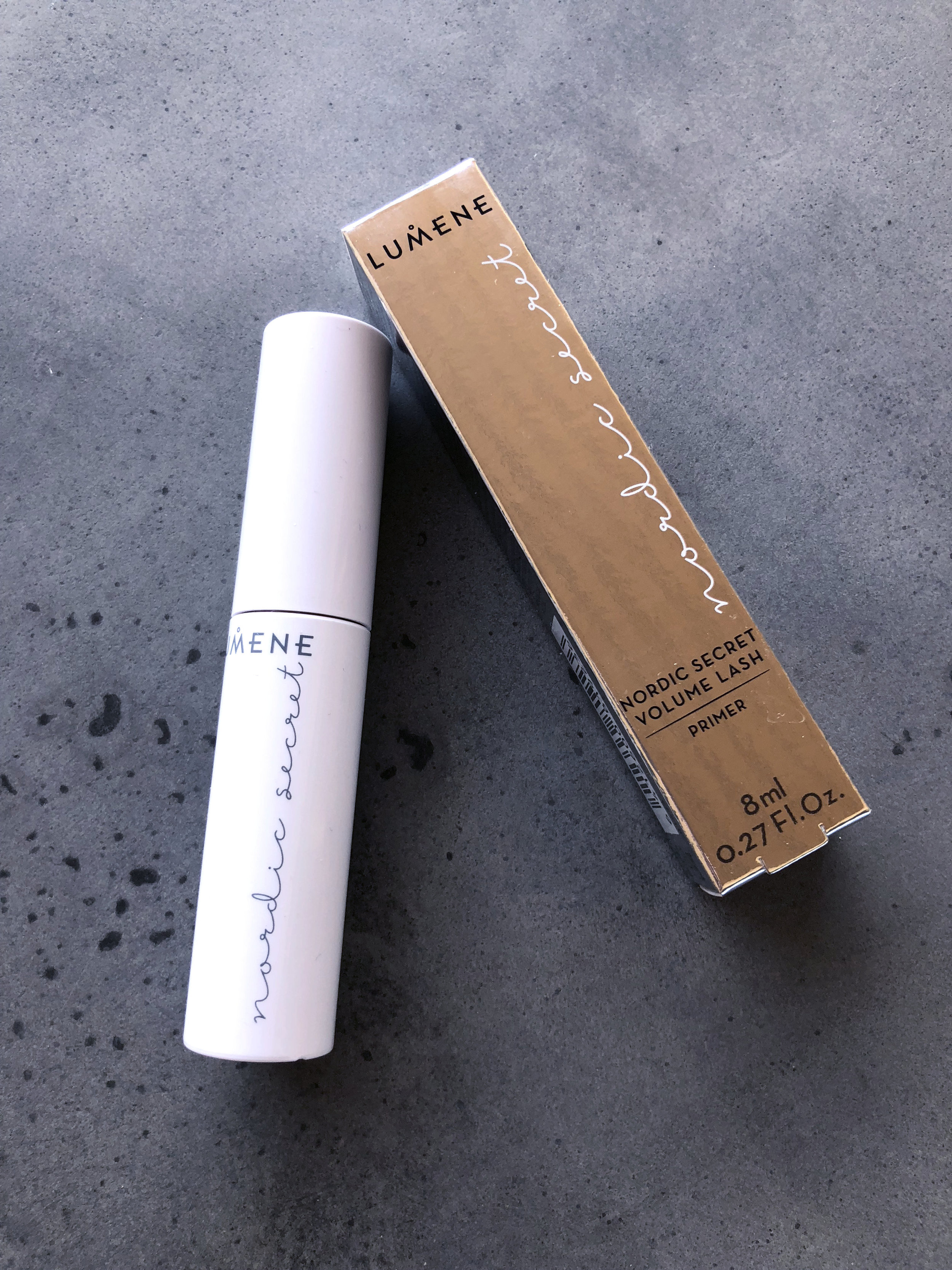 Lumene Nordic Secret Lash Primer - I have to say that if someone has succeeded in keeping their lashes curled and looking good when using this product, hit me up with some tips because gosh.. my lashes looked terrible when I tested this primer.