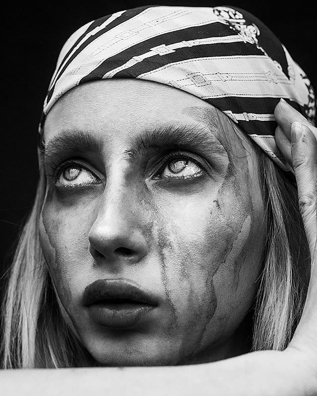 Model: @evy_gv Makeu... Artsy mess on the face by me 🤗 🖌️ . . . . .  #фотографмосква  #kdpeoplegallery #6tourportraits  #peoplescreatives  #portraitpage #portraits_mf #moscowphotographer #moodyports #rektmag #retouch #ретушер #photographertoronto #nikon #torontophotographer #50mm #thefolkpr0ject #postmystickpics #postthepeople #cheadsmagazine #makeportrait #featuremeofhp #beautyphotography #blackandwhitehumansphotos #retouchingacademy #skinretouch #highendbeauty #beautyretouching