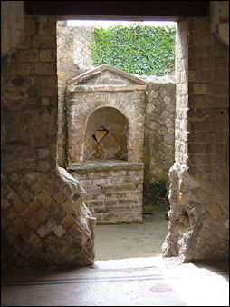 20120224-House altar in Herculaneum.jpg