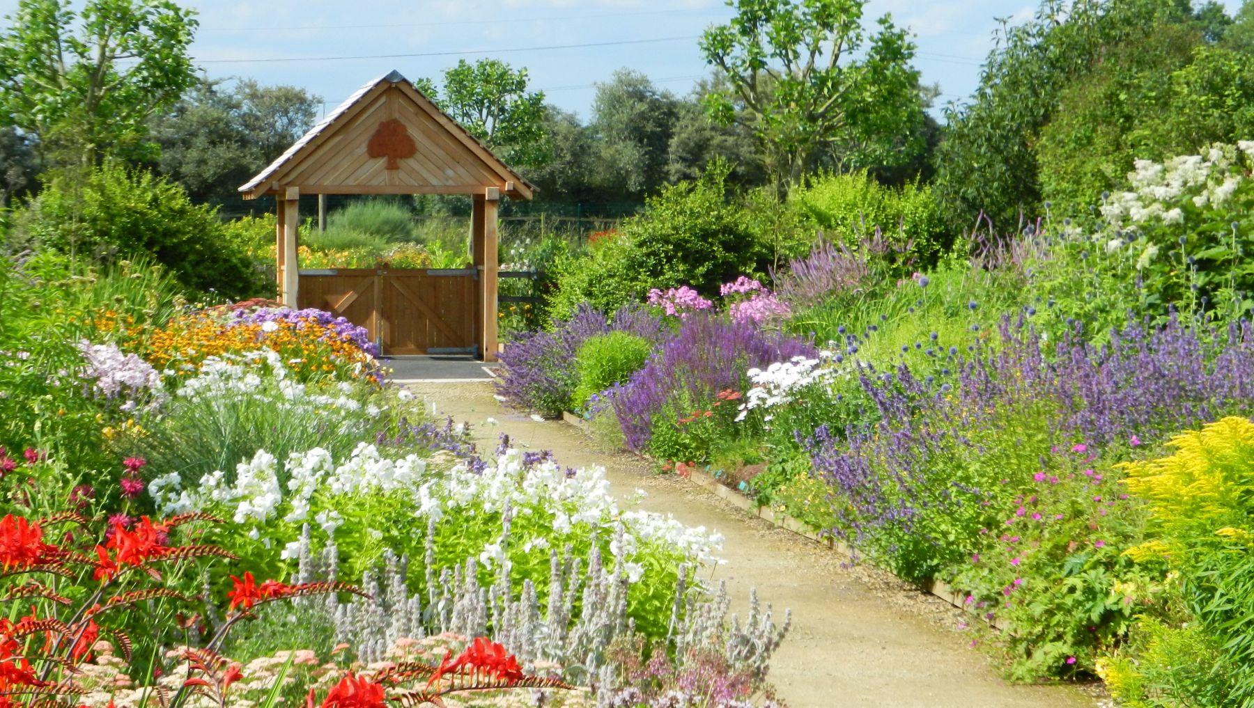 Breezy-Knees-Gardens-1.jpg