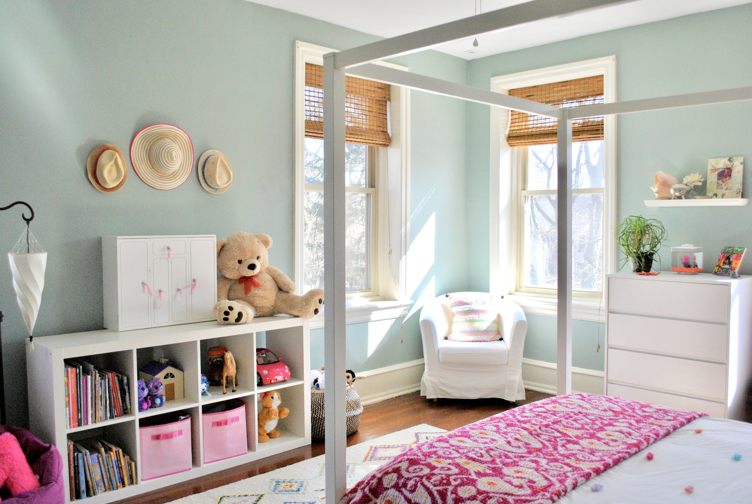 girls-bedroom-toy-storage.jpeg