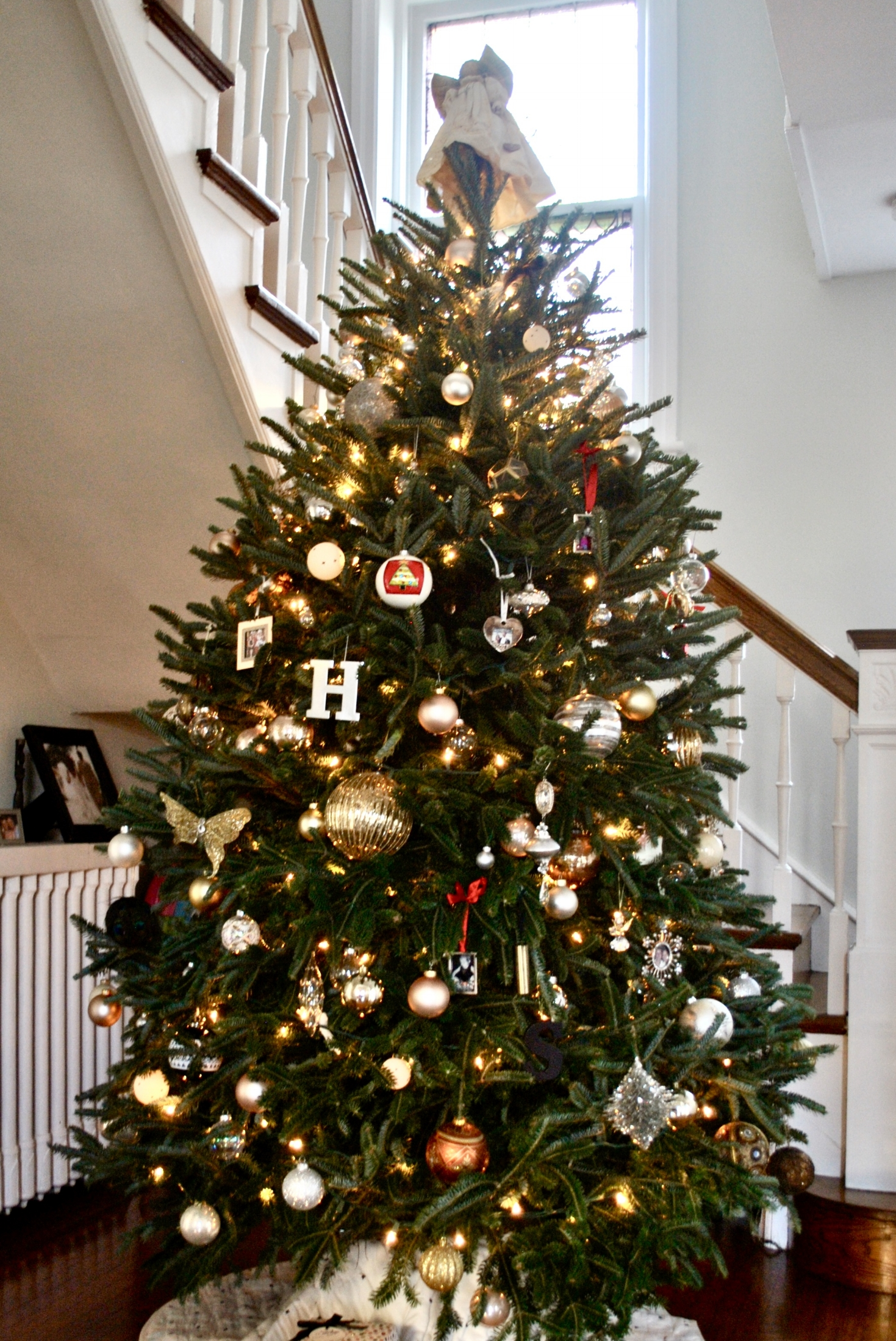 How to decorate your Christmas Tree | Sharp + Grey Interiors