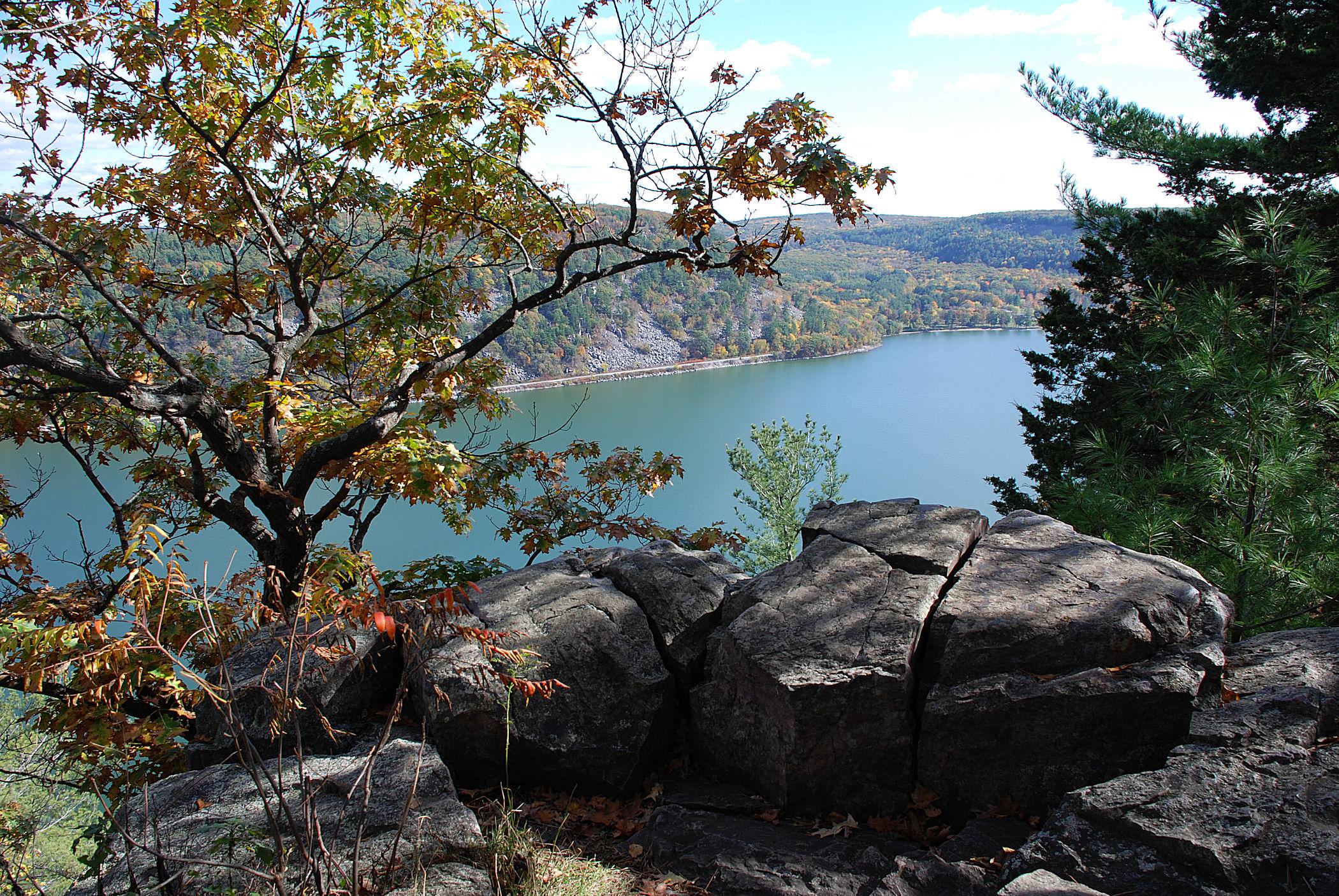 Lake View 2, Stereo, Left.jpg
