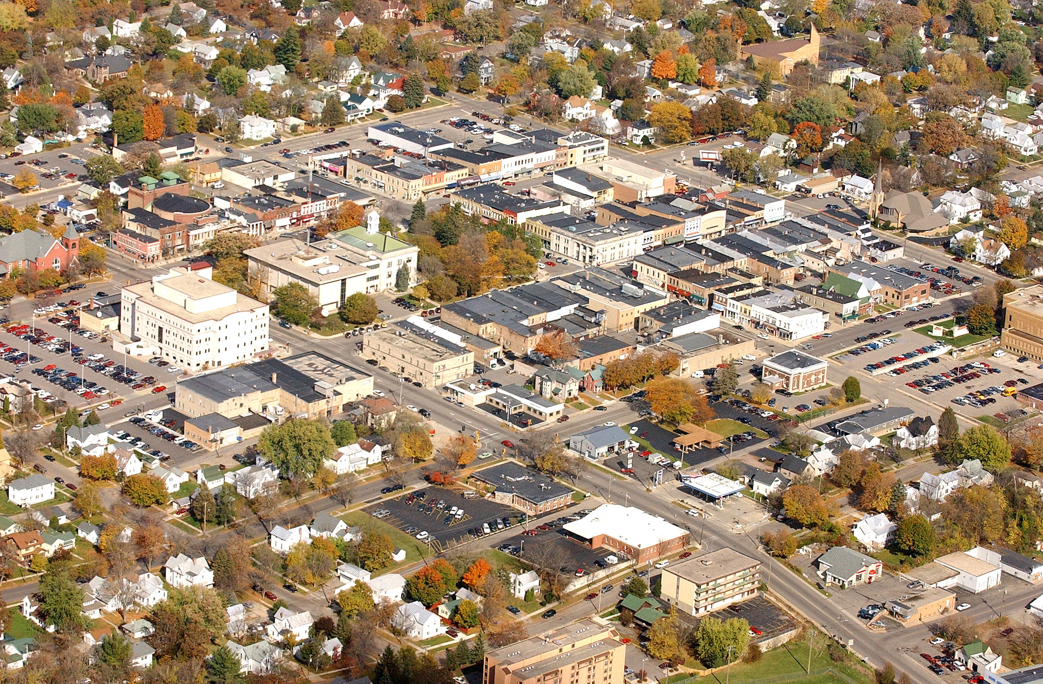 Tom Michelle/BNR 2005 Courthouse, left