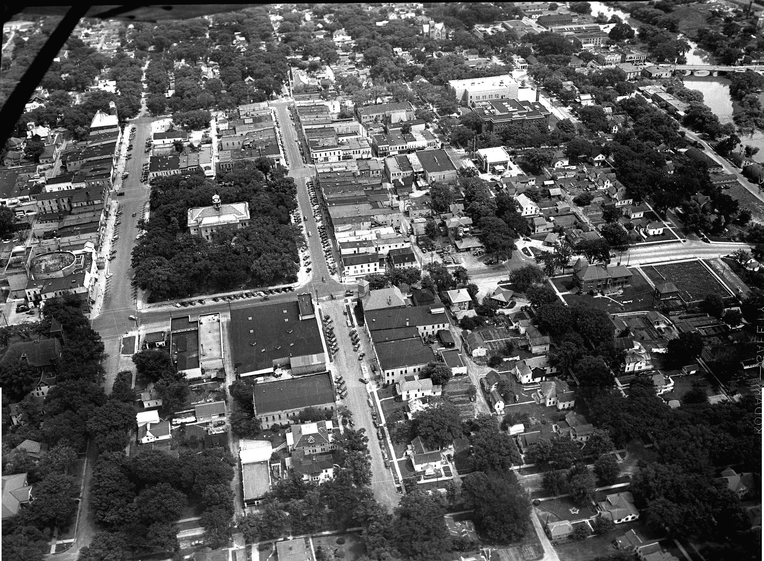 Ron Rich/SCHS Photo ca. 1945 - Courthouse, left