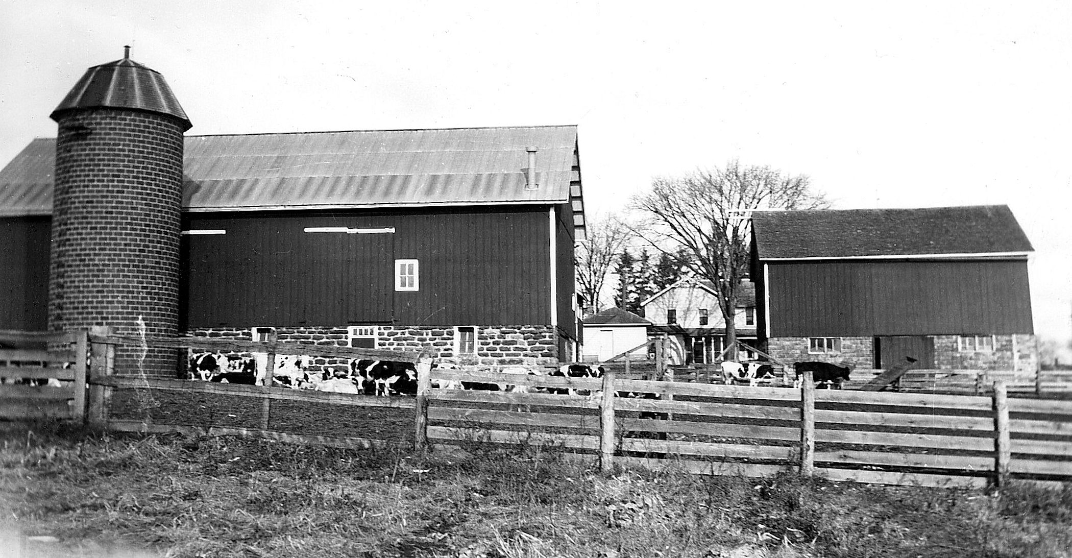 These barns are located near Loganville, and represent a traditional red paint job which was popular in the late 1800s through the 1900s.