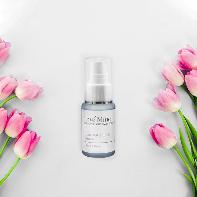 You glow, girl! 🌷Your Love Mine Luminous Skin Serum preserves precious skin cells to give you a healthy, radiant glow. Reduce dark spots, even discoloration, brighten, and enhance your natural beauty with this lovely serum. Learn how to use this serum as part of a healthy self-care & self-love routine via the link in bio. 🙏 . . . #LoveMineSkincare #LoveMine #beautifulyou #veganskincare #crueltyfreeskincare #selfcaredaily #naturalskincareproducts #intentions #createcultivate #beautywithapurpose #radiantskin #glowups #selfcarethread #darkspots #sundamage