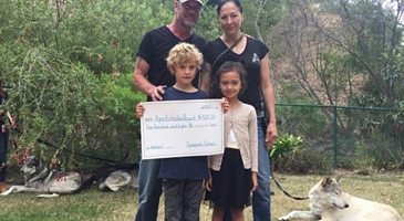 Malibu Surfside News - Sycamore School hands check -