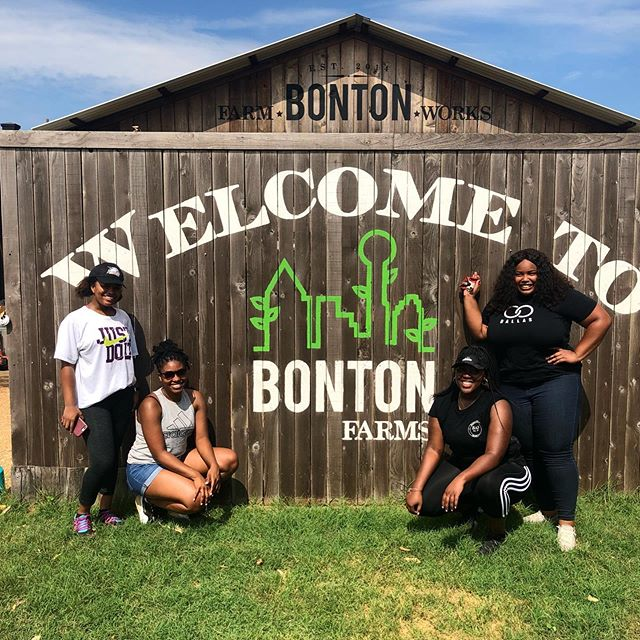 Service is good for the soul...Join the movement. Every Second Saturday of the month service is the focus.⠀ ⠀ #theconnectdallas #secondsaturdays #bontongardens #ConnectintheCommunity #TheConnectDallas #bonton⠀ ⠀ #connected #dallas #networking #blackness #blogger #influencers #blog #social #blackprofessionals #culture #blackexcellence #socialize #blackdallas #givingback #communityservice