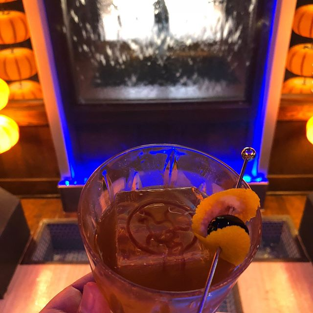 Don't let this week get the best of you! Make the most of your Tuesday with a cocktail at the bar!⠀⠀⠀⠀⠀⠀⠀⠀⠀ ⠀⠀⠀⠀⠀⠀⠀⠀⠀ #classiccocktails #craftcocktails #oldfashioned #whiskey #bourbon #rye #cocktailice #icestamp #flyinghorse #chinese #oklahomacity #okc #kwansokc
