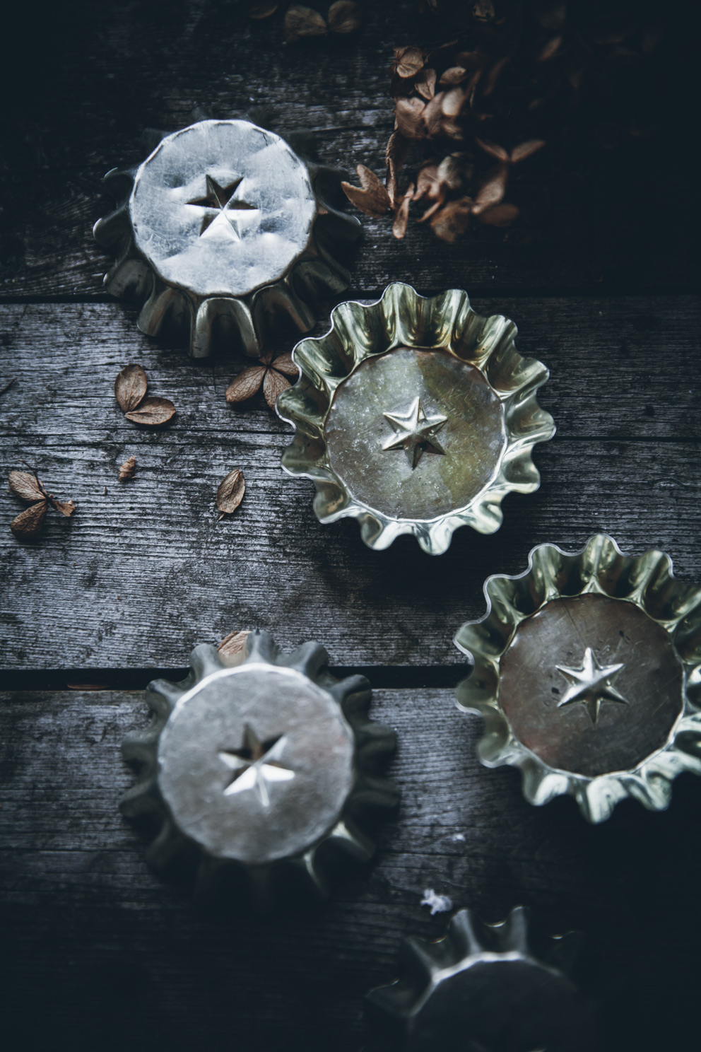 Tartlet tins with a star pattern