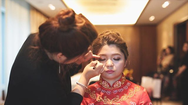 Anne gets her makeup touched up at The Dominick Hotel 🌞💄👄