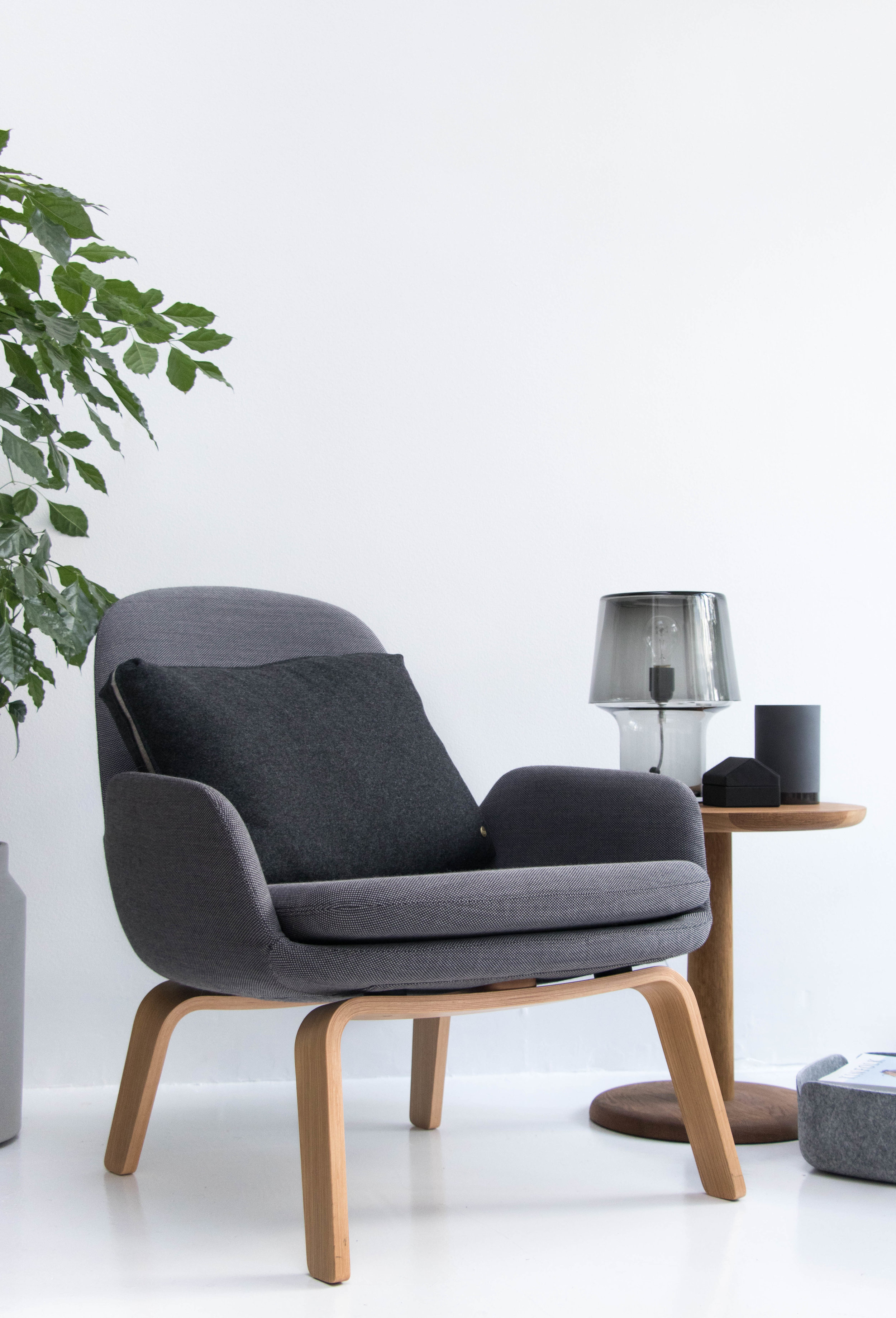 Classic, inviting, nostalgic and curved - With its streamlined design and high quality, Era is a durable, long-lasting and versatile collection that easily accommodates modern interior's need for flexibility.The wide, molded cushion and the curves along the back of the chairs ensure a fantastic sitting comfort. No matter if you use Era as a reading chair, to watch TV in, when browsing on the internet or even to take a nap in, Era is comfortable for hours on end.