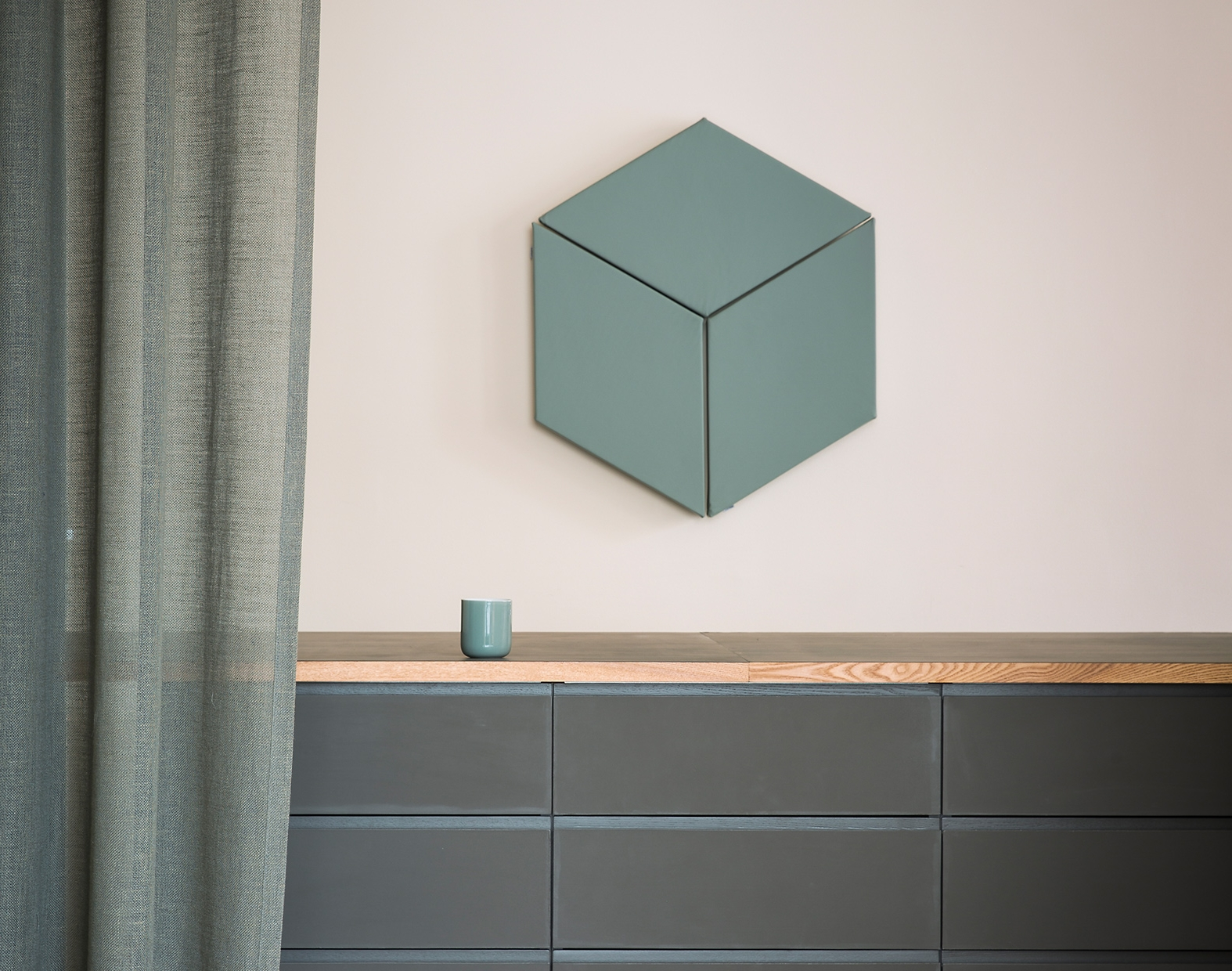 Fazett - The Fazett wall-mounted system consists of a single element, a diamond that can be combined in many ways. By using fabrics of different colour it is possible to create patterns to cover any small or large surface. The diamonds create an attractive pattern and at the same time provide effective sound absorption.