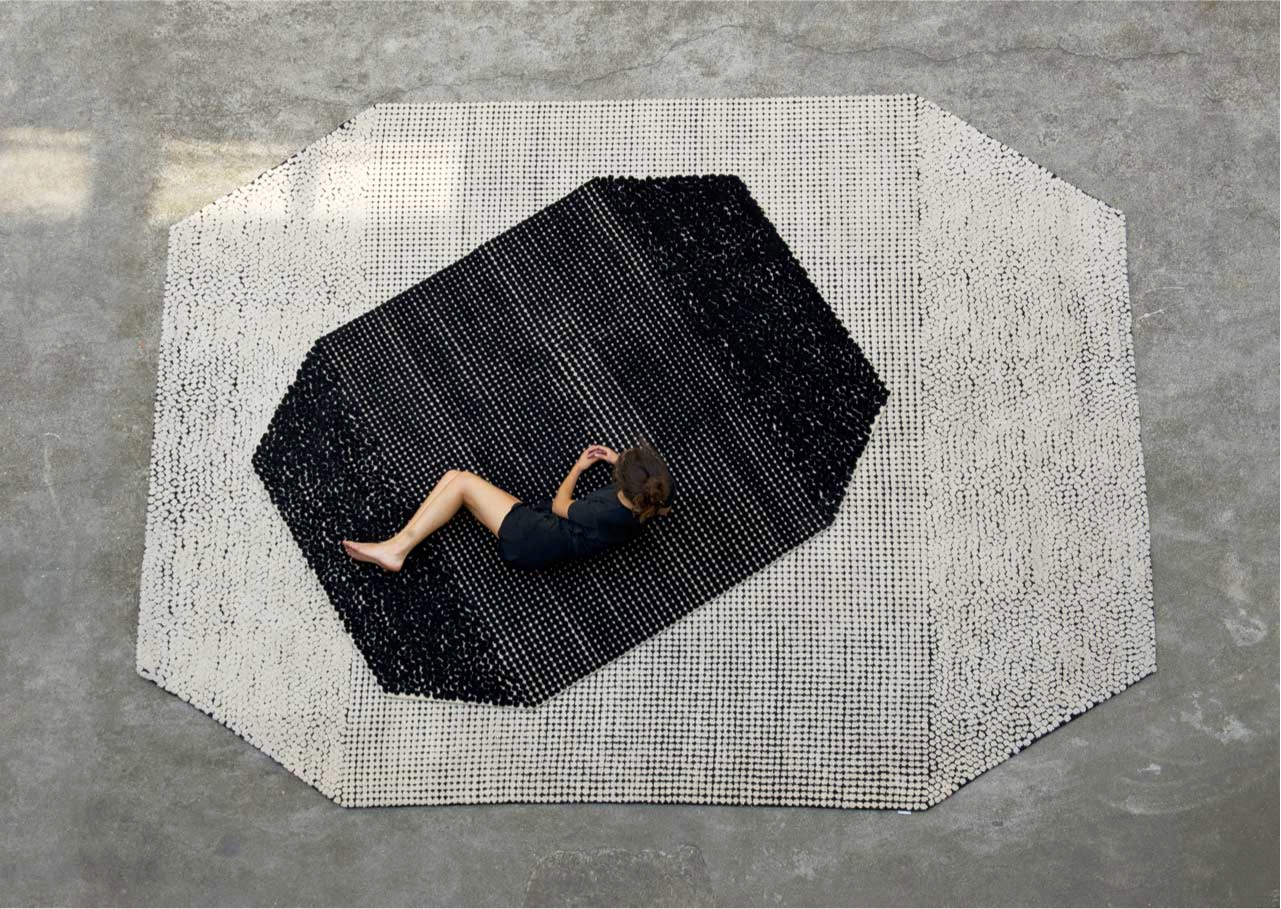 Kinnasand rugs: hand-made and made to-measure. Outstanding craftsmanship, meticulous attention-to-detail and tactile structures, they reinterpret classic techniques in a contemporary light.