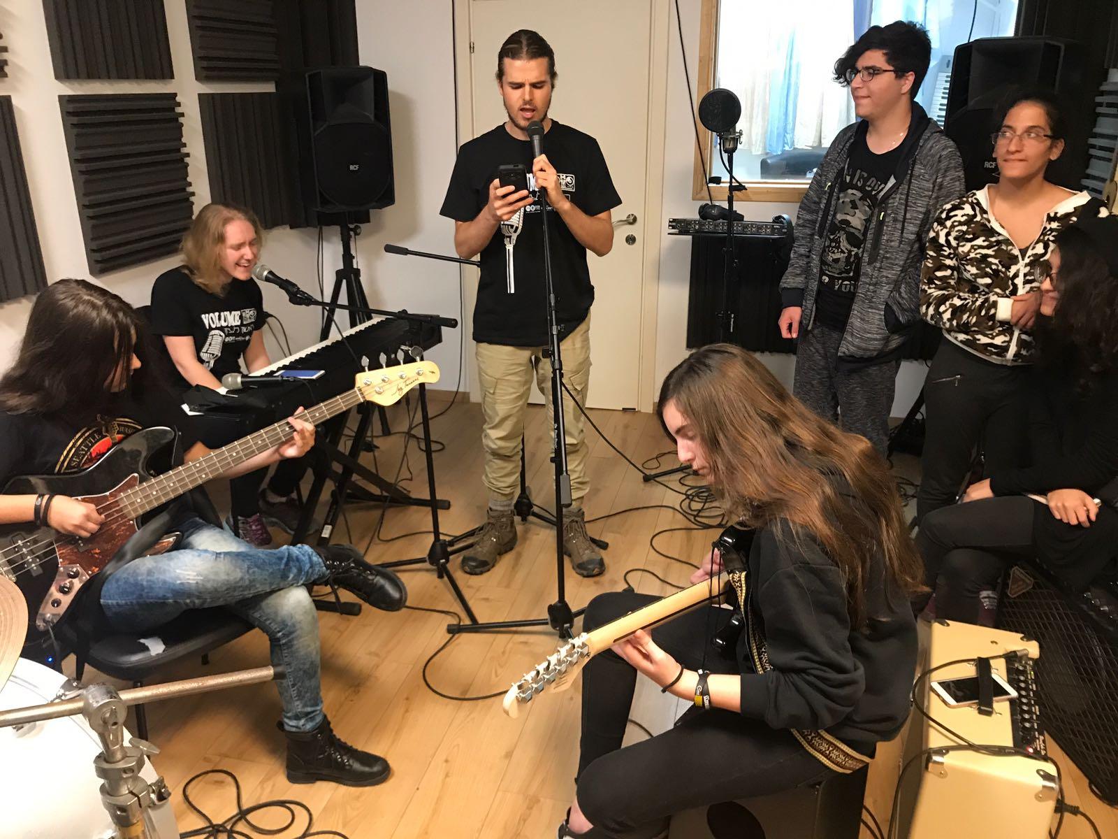 Volume rishon in the studio